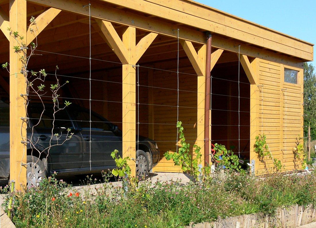 blickdichte carport begr nung mit drahtseilen. Black Bedroom Furniture Sets. Home Design Ideas
