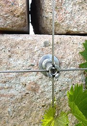 Dry stone wall with wall anchor