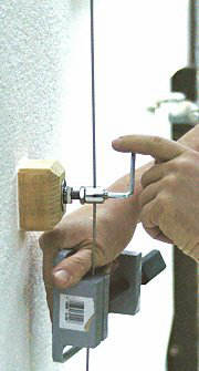Tensioning a wire rope
