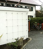 Distanzhalter an Garage